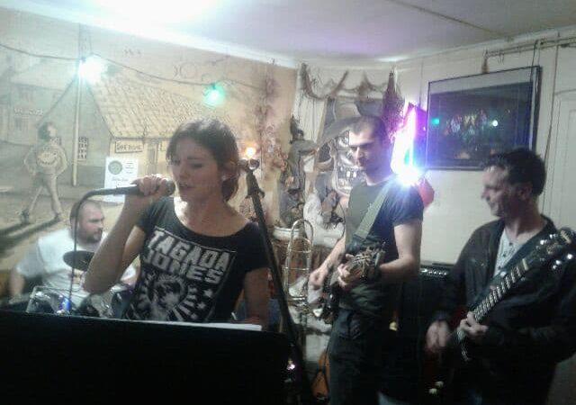 Zyngo et Les Rafistolés ont assuré le dernier concert de l'année chez Tartous & Cie