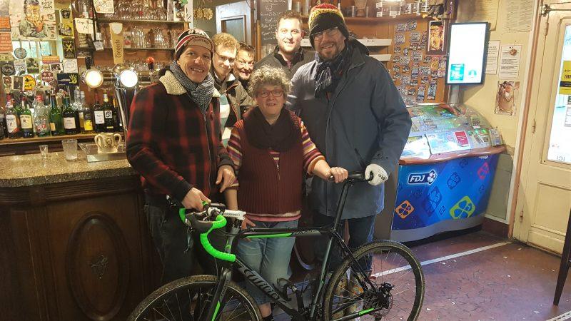 Une course déjantée à Monchy-Breton pour conclure la Coupe du monde de cyclo-cross de bistrot