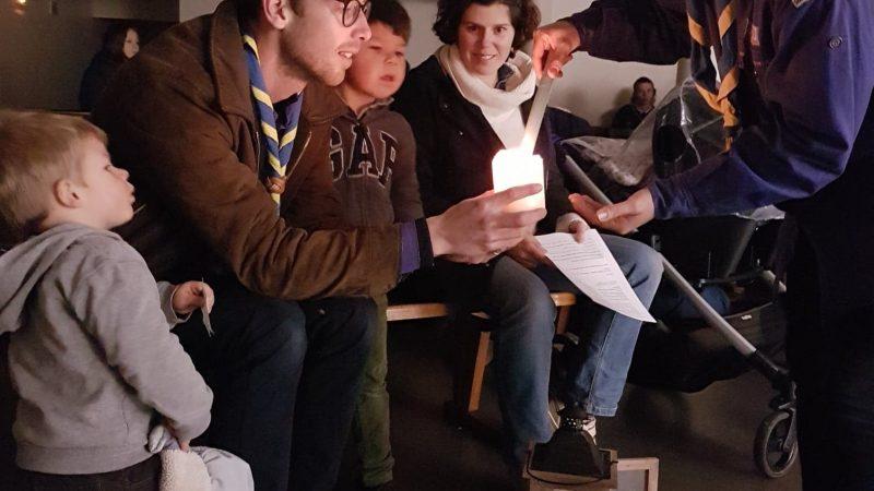 Rapportée de Bethléem, la lumière de la paix partagée entre les scouts du Ternois