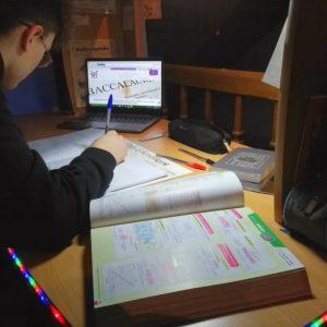 Empêché par la maladie de venir en classe, un lycéen de Châtelet bataille pour pouvoir étudier