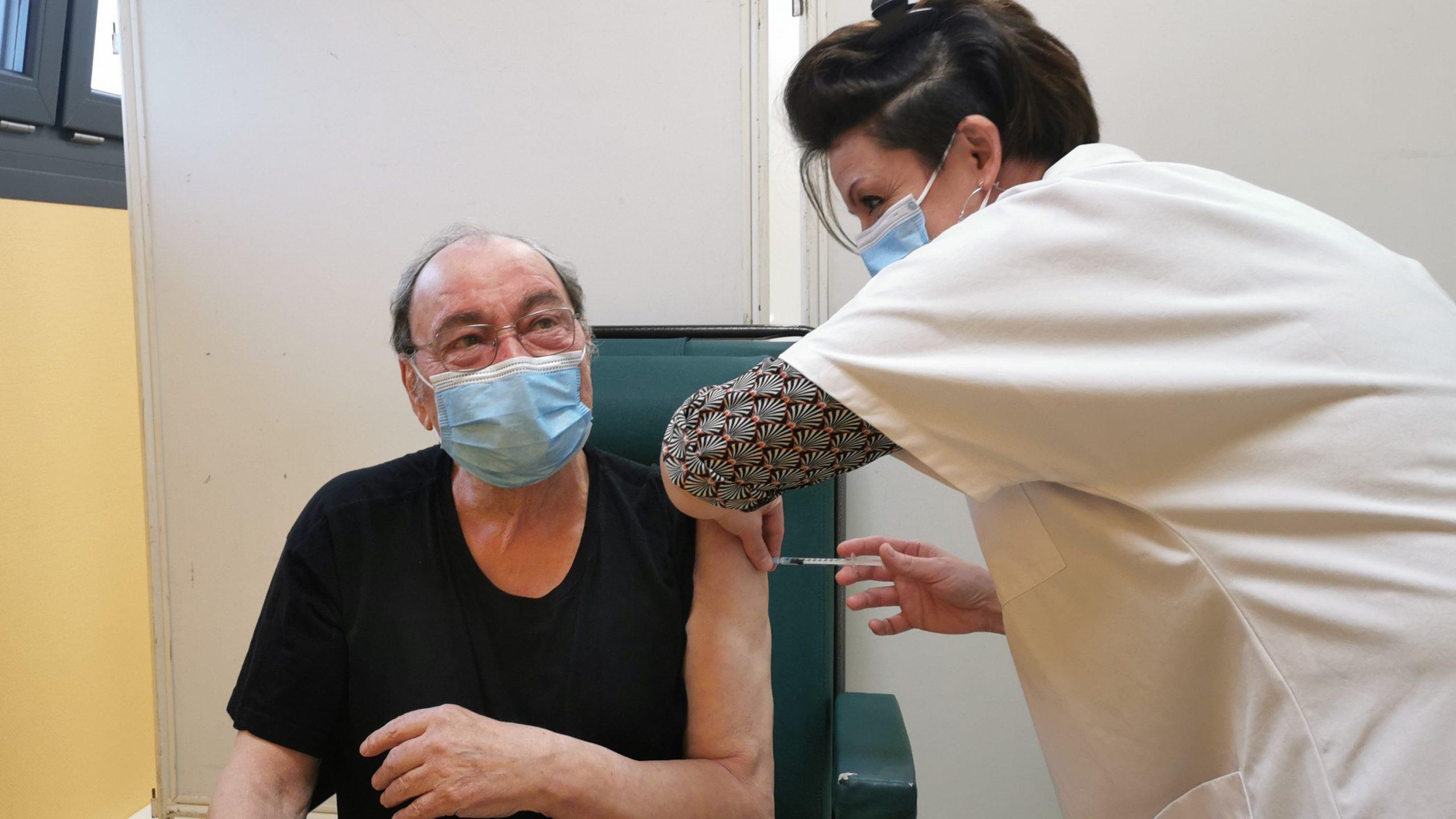 Première journée de la campagne de vaccination grand public à la maison de santé de Gauchin-Verloingt