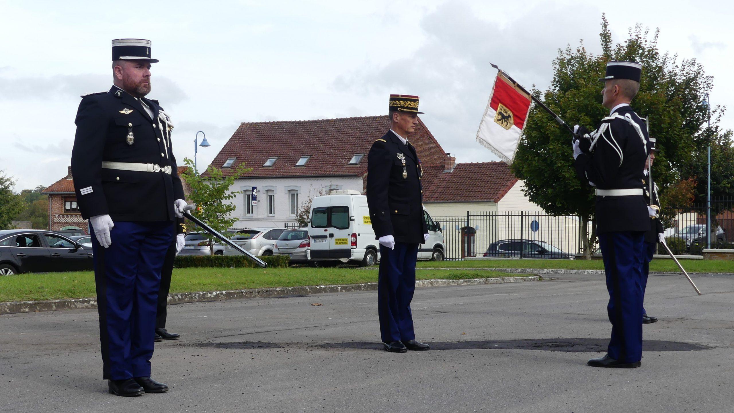 Cérémonial militaire pour la prise de commandement du capitaine Champain à la compagnie de Saint-Pol